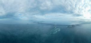 霧の鳴門海峡の写真素材 [FYI04591193]