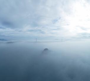 霧の鳴門海峡の写真素材 [FYI04591195]