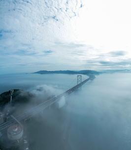 霧の鳴門海峡の写真素材 [FYI04591196]