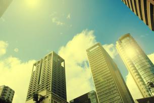 超高層ビルと太陽の写真素材 [FYI04591280]