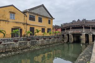 ホイアンの街並み 来遠橋(日本橋)ベトナム ホイアンの写真素材 [FYI04591363]