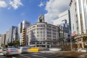 東京都中央区 銀座通りの賑わいの写真素材 [FYI04591537]