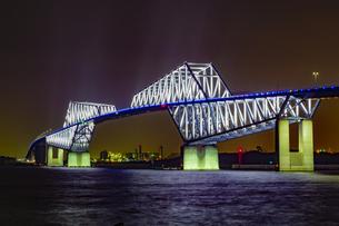 東京都江東区 夜に輝く東京ゲートブリッジの写真素材 [FYI04591602]