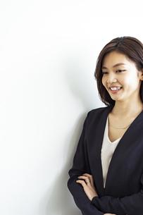 笑顔の30代日本人女性の写真素材 [FYI04591781]