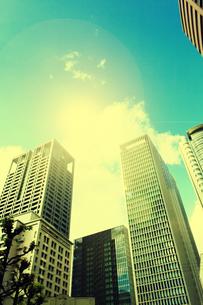 超高層ビルと光の写真素材 [FYI04591843]