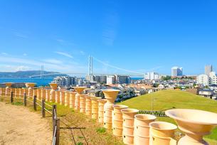 関西の風景 神戸市 五色塚古墳と明石海峡大橋の写真素材 [FYI04592408]