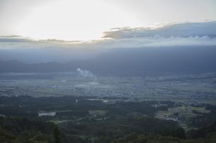 魚沼スカイラインより夜明けの写真素材 [FYI04592413]