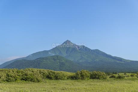 雪のない夏の利尻富士の写真素材 [FYI04592426]