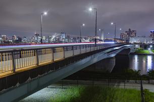 東京都江東区 夜の富士見橋の写真素材 [FYI04594013]