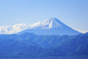 山梨県 南アルプス市より富士山の写真素材 [FYI04594317]