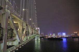 レインボーブリッジからお台場方面の夜景の写真素材 [FYI04595162]