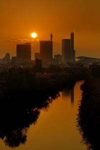 見沼田んぼからさいたま新都心の夕景の写真素材 [FYI04595284]