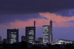 見沼田んぼからさいたま新都心の夜景の写真素材 [FYI04595289]