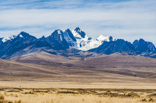 ボリビア・レアル山群の名峰コンドリリの写真素材 [FYI04595304]