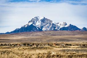 ボリビア・レアル山群の名峰ワイナポトシの写真素材 [FYI04595328]