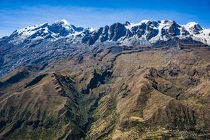 レアル山群の名峰:イヤンプー峰とアンコウマ峰の写真素材 [FYI04595356]