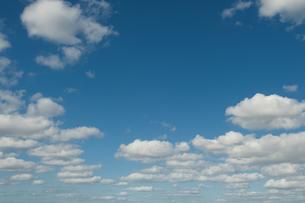 漂う雲の写真素材 [FYI04595562]