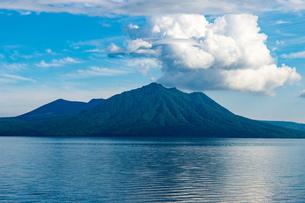北海道 支笏湖の夏の風景の写真素材 [FYI04595622]