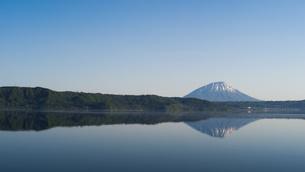 洞爺湖と羊蹄山の写真素材 [FYI04595839]