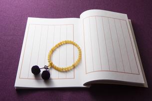 芳名録と数珠の写真素材 [FYI04596099]