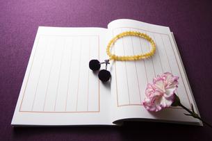 芳名録と数珠の写真素材 [FYI04596103]