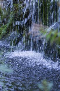 小さな滝の写真素材 [FYI04596157]