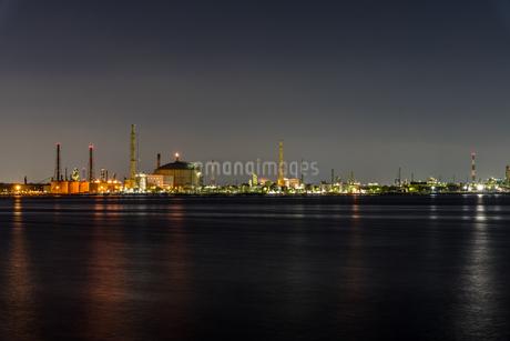 堺泉北臨海工業地帯の夜景 高石市側からの写真素材 [FYI04596290]