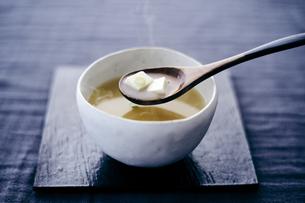 豆腐の味噌汁の写真素材 [FYI04596446]