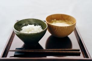 ご飯と味噌汁の写真素材 [FYI04596451]