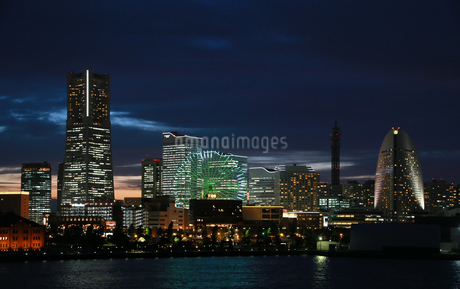 横浜港の夜景の写真素材 [FYI04596887]