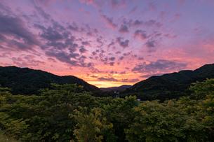 北海道桂沢湖周辺の夕景の写真素材 [FYI04597226]