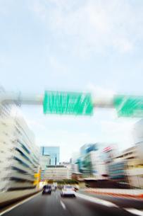 高速道路 走行車両よりの写真素材 [FYI04598518]