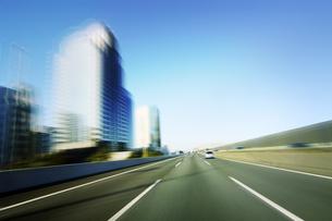 高速道路 走行車両よりの写真素材 [FYI04598536]