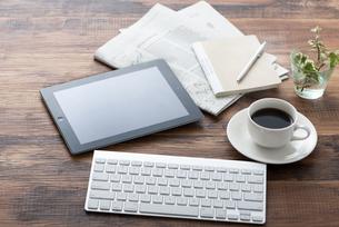 タブレットPCとキーボードの写真素材 [FYI04598666]
