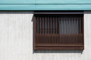 窓のある建物の写真素材 [FYI04599580]