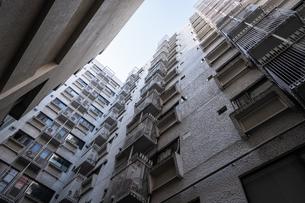 ビルを見上げるの写真素材 [FYI04599593]
