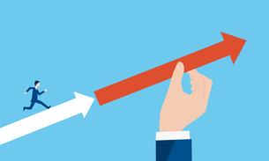 走る男性を矢印でサポートする大きな手、ビジネスサポートのイメージのイラスト素材 [FYI04599603]