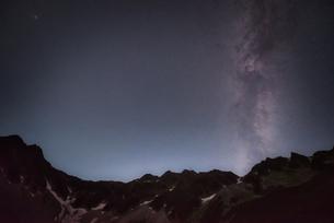 涸沢カールと天の川の写真素材 [FYI04599754]