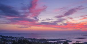 北海道 風景 室蘭市 水平線と夕焼けの写真素材 [FYI04600285]