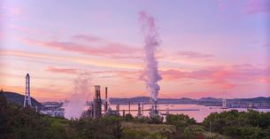 北海道 風景 室蘭市 白鳥湾展望台より朝焼けを望むの写真素材 [FYI04600306]