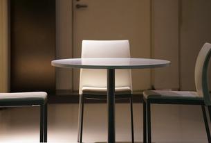 部屋のいすとテーブルの写真素材 [FYI04600616]