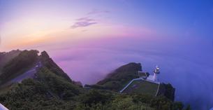 北海道 自然 風景 室蘭市 雲海からの日の出の写真素材 [FYI04600861]