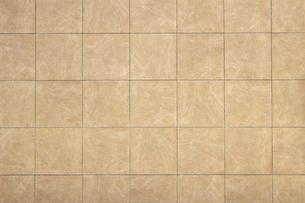 背景素材としてのカーキ色のタイルで覆われた壁の写真の写真素材 [FYI04601090]