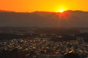 夕焼けの北上市街地の写真素材 [FYI04601303]