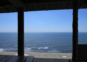四阿と海の写真素材 [FYI04601506]