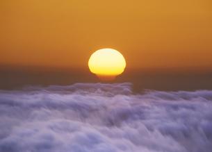 雲海と日の出の写真素材 [FYI04601520]