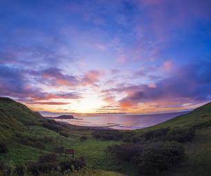 北海道 風景 室蘭市 水平線からの日の出の写真素材 [FYI04601542]