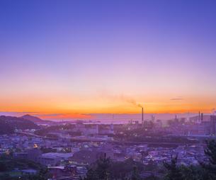北海道 風景 潮見公園より室蘭市街遠望 (夕景)の写真素材 [FYI04601549]