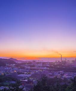 北海道 風景 潮見公園より室蘭市街遠望 (夕景)の写真素材 [FYI04601550]