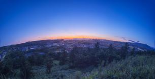 北海道 風景 潮見公園より室蘭市街遠望 (夕景)の写真素材 [FYI04601552]